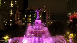 GCDMX ilumina de rosa monumentos y edificios emblemáticos para concientizar sobre el cáncer de mama